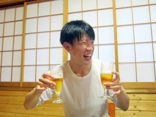 両手にビール☆笑