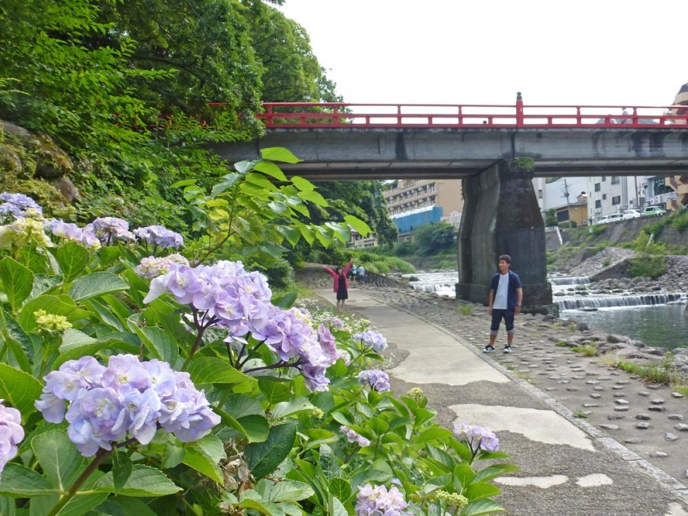 箱根の河原で記念撮影