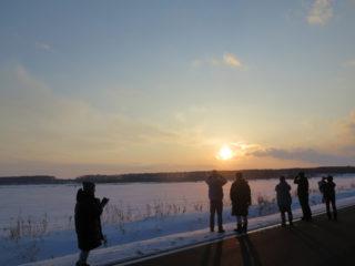 雪原に沈む夕日