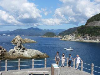 牛着岩と船と私たち