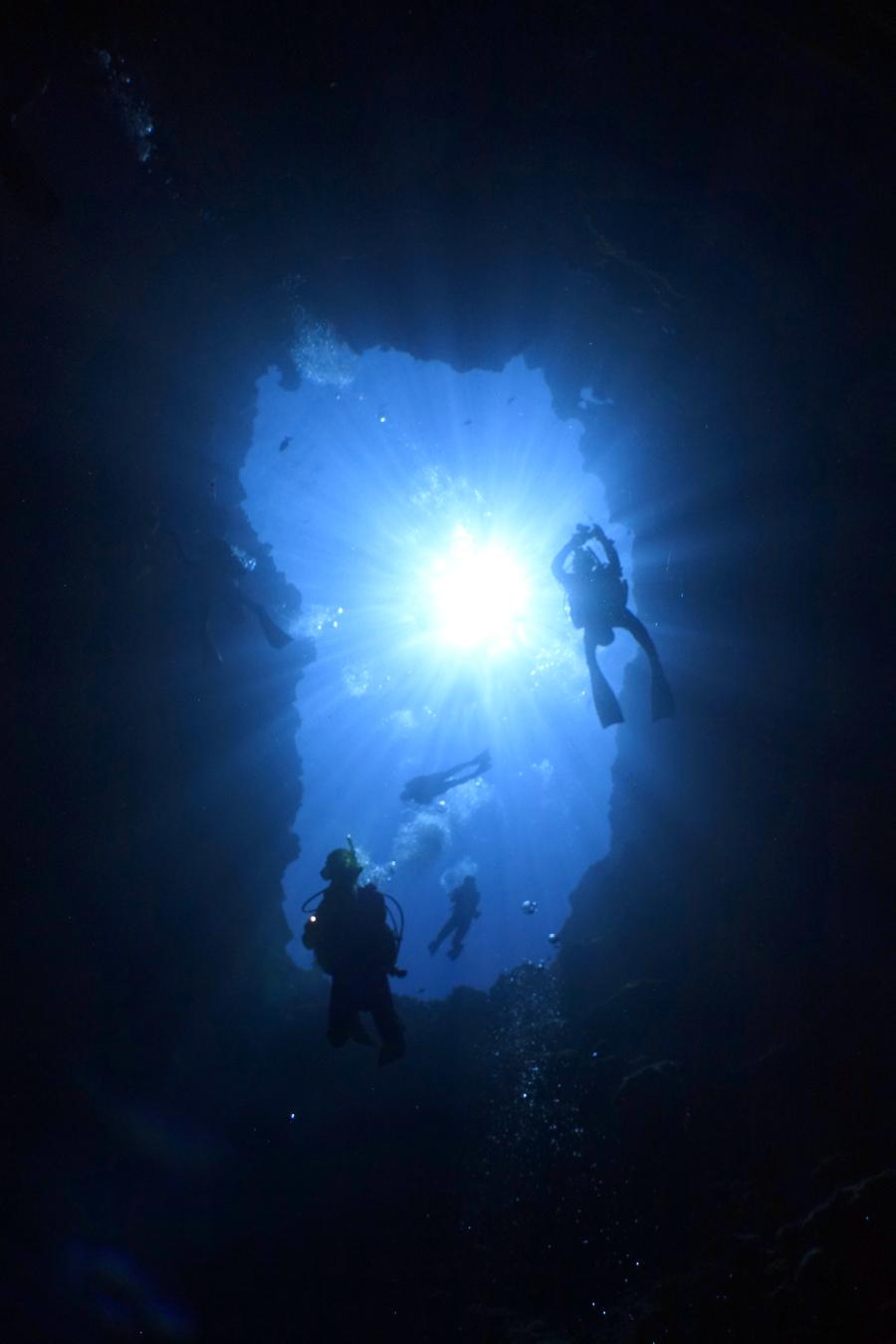 深い底に降りていく