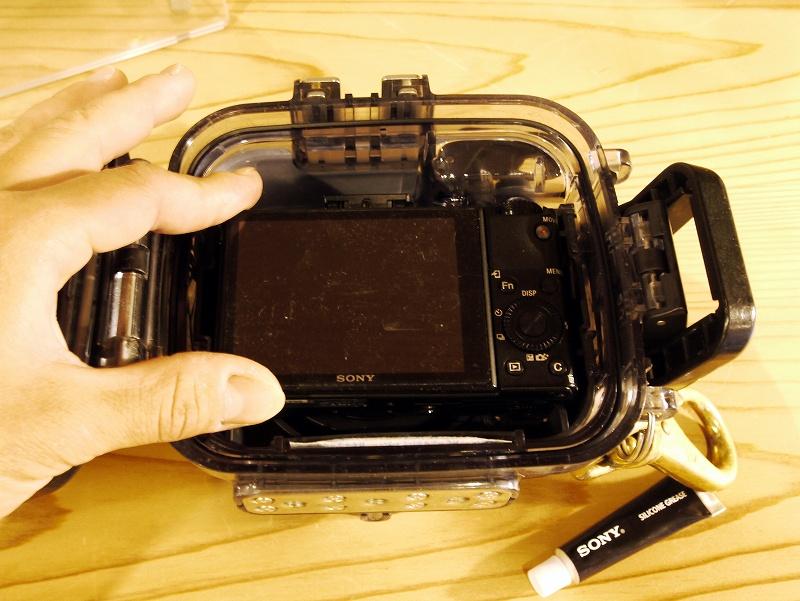 水中カメラとハウジングのセッティング方法