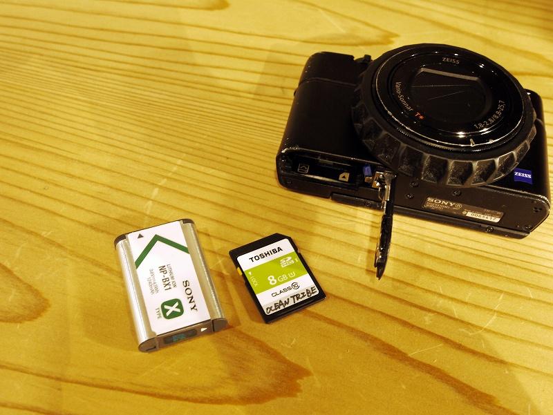 バッテリーとSDカード@水中カメラセッティング